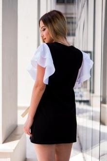 Къса черна рокля с момиче и бели ръкави