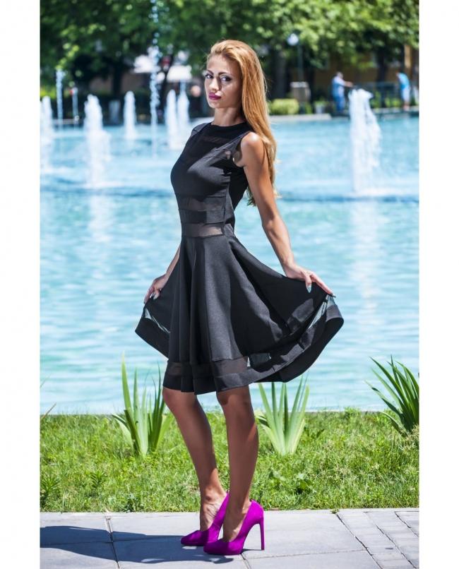 Черна ефирна рокля с тюлени елементи